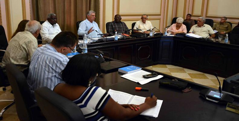Cuban presidents meets with provincial assembly presidents.  Photo: Cubadebate