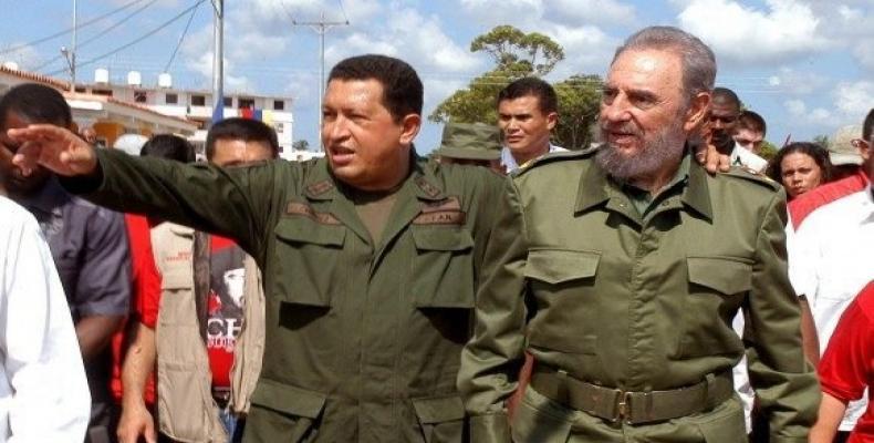 Recorren comunidad Simón Bolívar del municipio Sandino en Pinar del Río. Foto: Tomada del Sitio Fidel Soldado de las Ideas, el 21 de agosto de 2005.