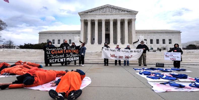 Protests outside Supreme Court demand closure of Guantánamo prison.  Photo: Democracy Now