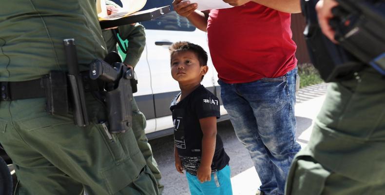 White House misses deadline to reunite migrant children's.  Photo: AP