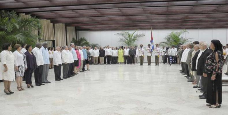 Condecoración a trabajadores y colectivos laborales cubanos
