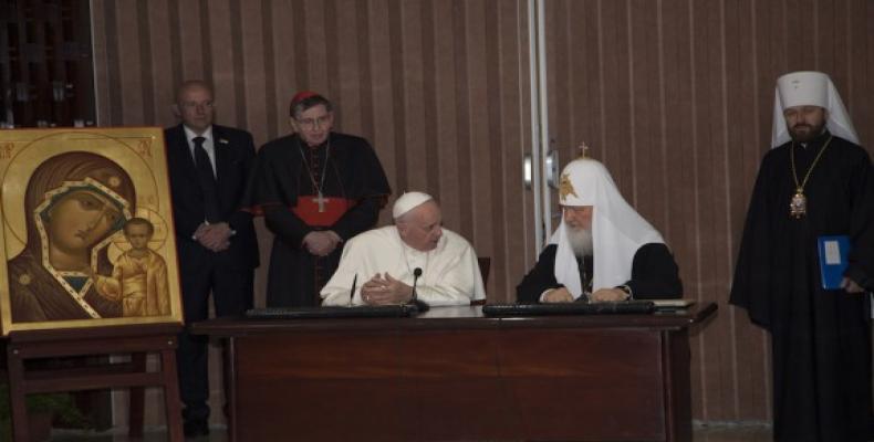 Momento de mayor acercamiento entre el Papa Francisco y el Patriarca Kirill. Foto: Ismael Francisco/ Cubadebate