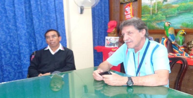 Juan León, embajador de Guatemala e Isidro Fardales Director de Radio Habana Cuba. Foto: Pedro Manuel Otero