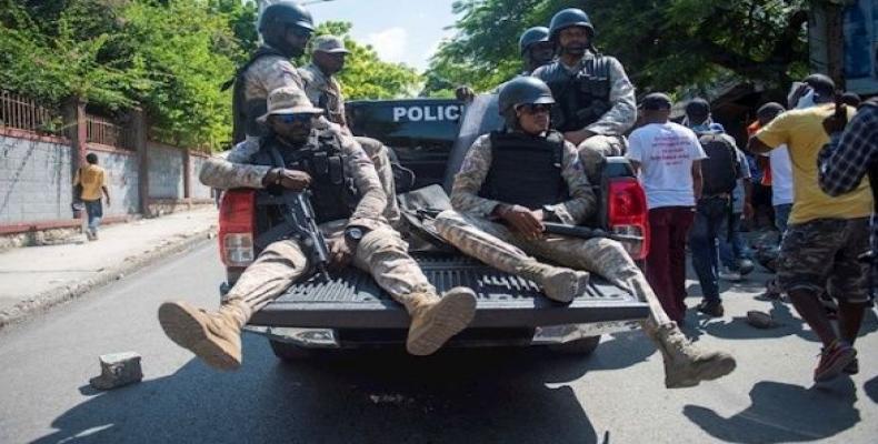 Police patrol the streets in Port-au-Prince. (Photo: EFE)