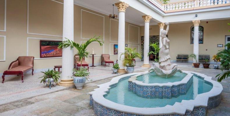 El hotel La Sevillana, sobresale en su diseño y propuestas por estar dedicado a la cultura del país europeo. Foto: cubanacan.cu