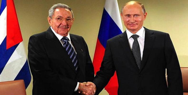 Raúl Castro felicitou Putin pela reeleição na Presidência da Rússia.