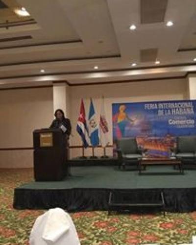 Funcionaria cubana explica ley de inversiones a empresarios guatemaltecos