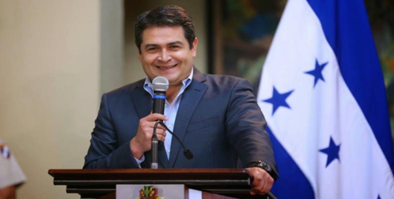 Polícia reprime manifestantes em frente à sede da ONU em Honduras.