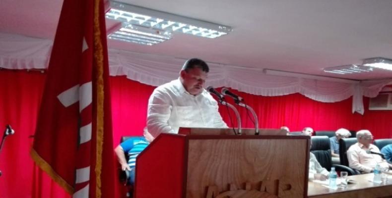 Santiesteban agradeció la presencia de los participantes a quienes invitó a la próxima edición del evento, en Cuba. Fotos: Lorenzo Oquendo