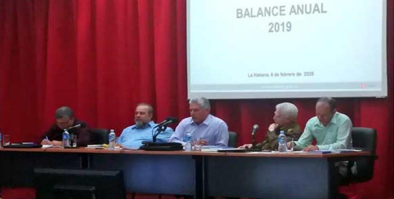 En la reunión, el dignatario llamó al organismo a conducir el uso de la energía renovable en el país. Fotos: @PresidenciaCuba