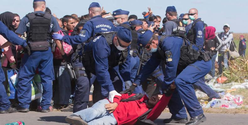 Desalojan campamento de migrantes en frontera entre Italia y Francia. (Foto archivo/ lanacion.mx)