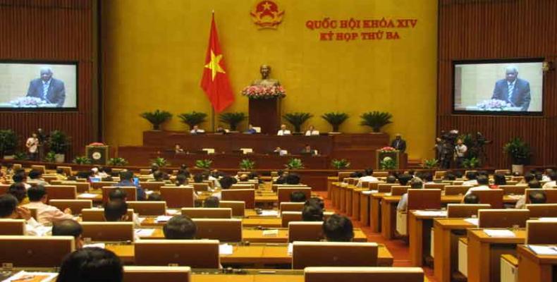 Esteban Lazo antaŭ la vjetnama parlamento