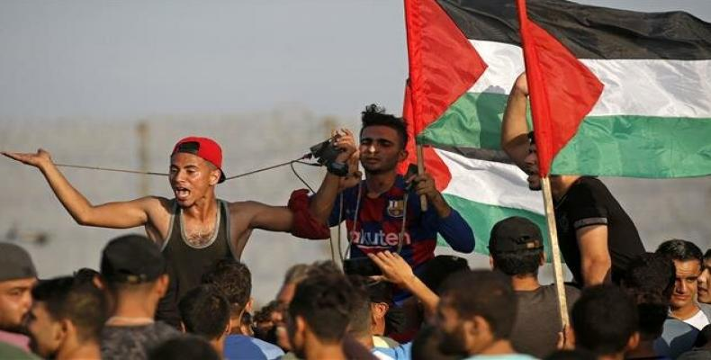 A Palestinian protester by the fence between the Gaza Strip and the occupied territories.  (Photo: AFP)