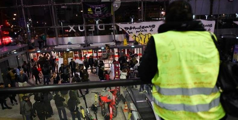 Protesters inside the Italie Deux shopping mall in Paris.  (Photo: AFP)