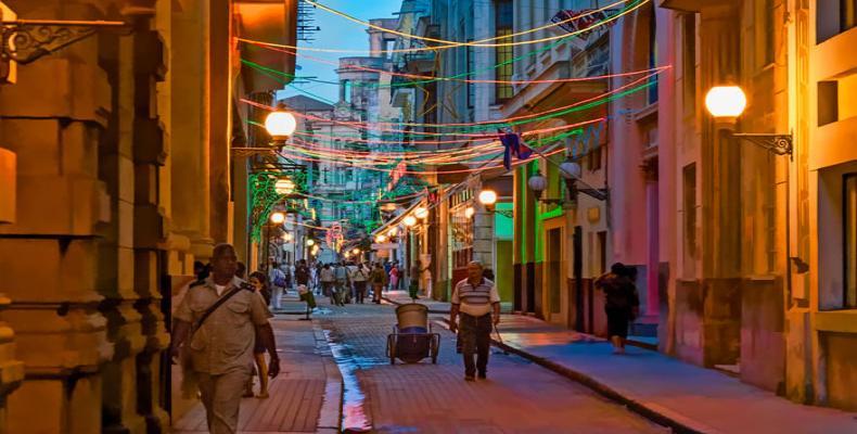 Calle Obispo, La Habana, Cuba. Foto: Umbrellatravel
