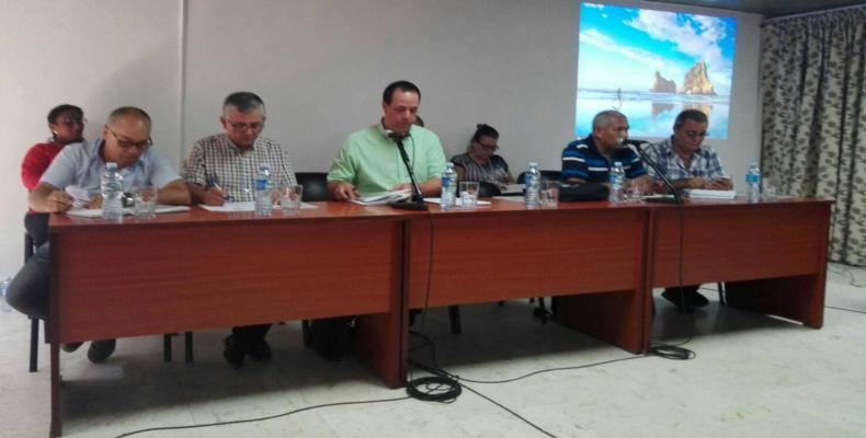 The Public Health Minister, Jose Angel Portal (in green shirt) . MINSAP Photo