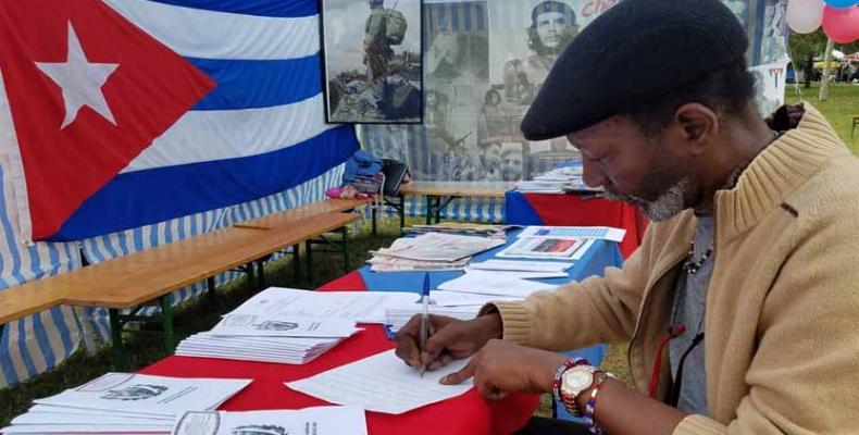 Los nacionales reconocieron la importancia de su participación en el estudio, análisis y discusión del Proyecto de Carta Magna. Foto: PL