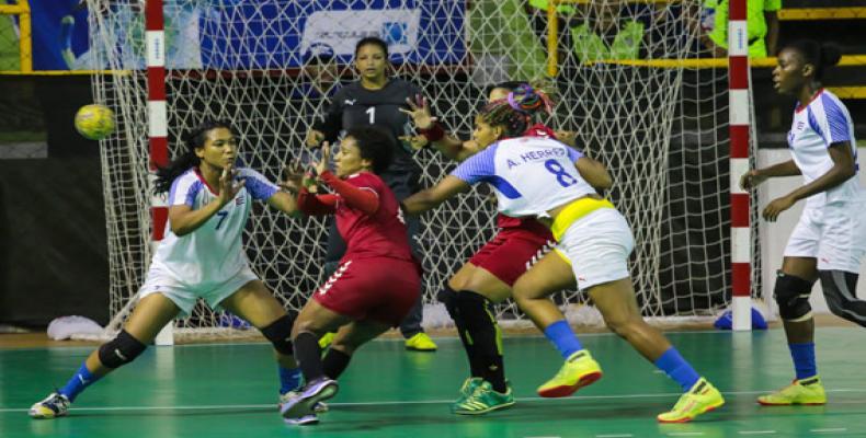 Selección cubana de balonmano. Foto: Roberto Morejón