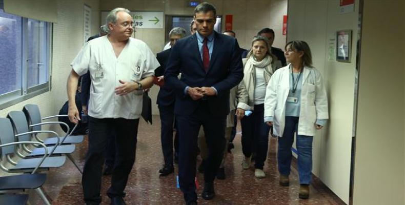 Spanish Prime Minister Pedro Sanchez visits the Santa Creu i Sant Pau hospital in Barcelona. (Photo: AFP)
