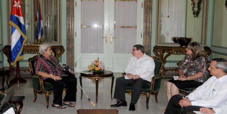 Virginia Dandan dialoga en La Habana con Bruno Rodríguez. Foto: Ismael Batista
