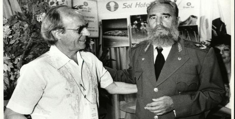 Pedro Martínez Pirez y Fidel Castro en el Pabellón de Cuba en la Exposición Universal de Sevilla, el 26 de Julio de 1992. (Foto/RHC)