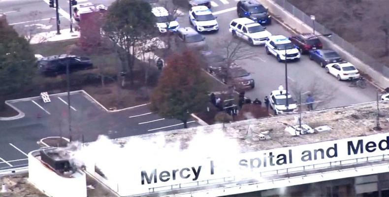 Law enforcement officials work near Mercy Hospital in Chicago, on November 19, 2018.  Photo: AP