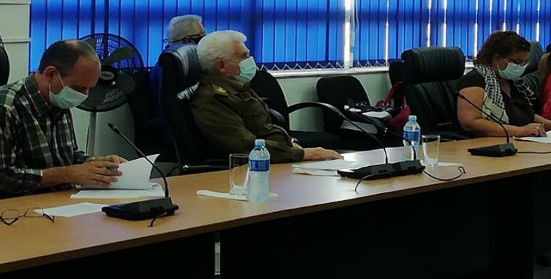 Comandante de la Revolución Ramiro Valdés Menéndez, viceprimer ministro, durante la sesión habitual del Consejo Energético Nacional. Foto: Cubasí.