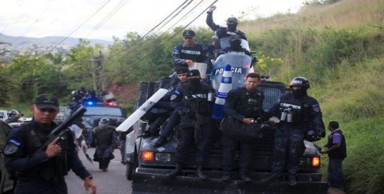 Policías hondureños se niegan a reprimir al pueblo