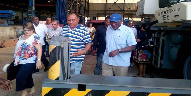 Salvador Valdés Mesa, recorrió centros de interés económico de Santiago de Cuba.Foto:Francisco Sánchez Fujishiro.RReloj.