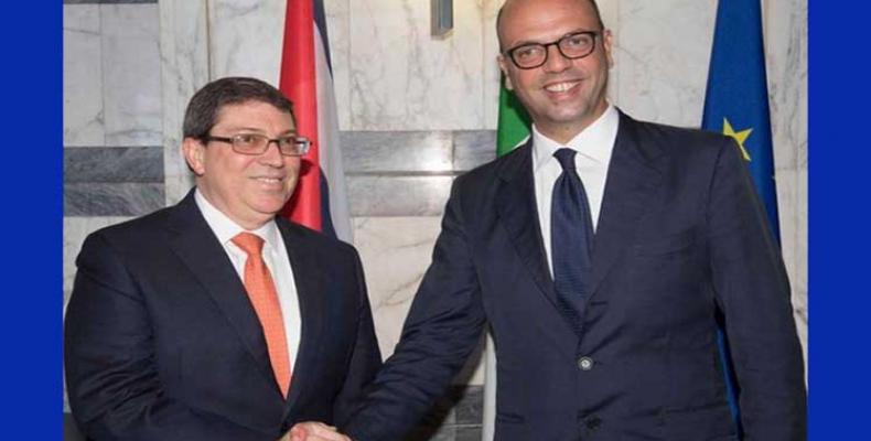 Cancilleres cubano e italiano se estrechan las manos
