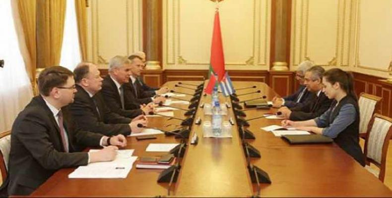 El embajador de Cuba en Belarús, Juan Valdés Figueroa, realizó una visita a la Cámara Baja de esa nación.Foto:PL.