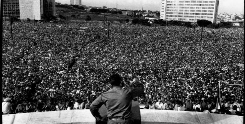 Fidel Castro, hace 59 años  en la plaza de la Revolución José Martí, ante un millón de cubanos. Foto:  Archivo