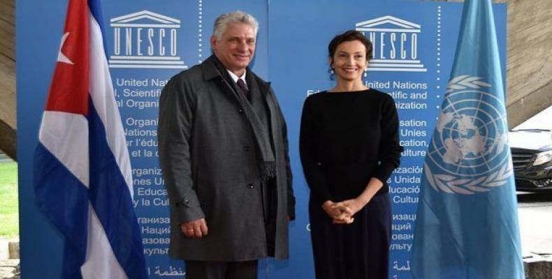 Díaz-Canel kun la ĝenerala direktorino de UNESCO en Parizo. foto A. Paredes