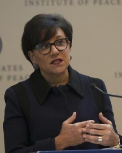 La Secretaria de Comercio Penny Pritzker, en su intervención en la Primera Conferencia del Consorcio Cuba, en el Instituto de la Paz, en Washington, Estados Uni