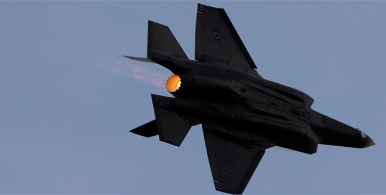 An F-35 fighter jet operated by the Israeli regime flies during an aerial demonstration at the Hatzerim Airbase, on December 29, 2016.  Photo: Reuters