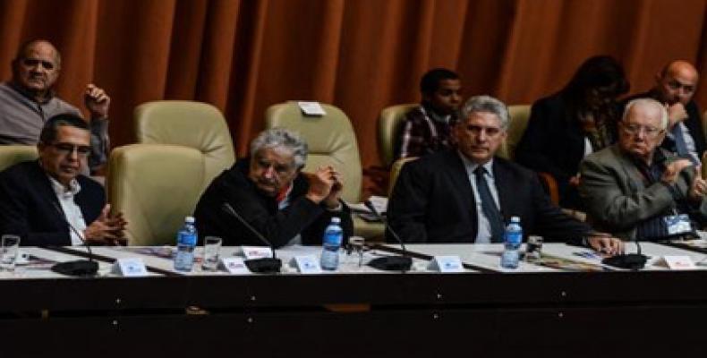 Presidencia de jornada inaugural de conferencia martiana