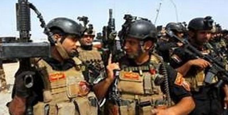 Soldados iraquíes se aprestan al combate