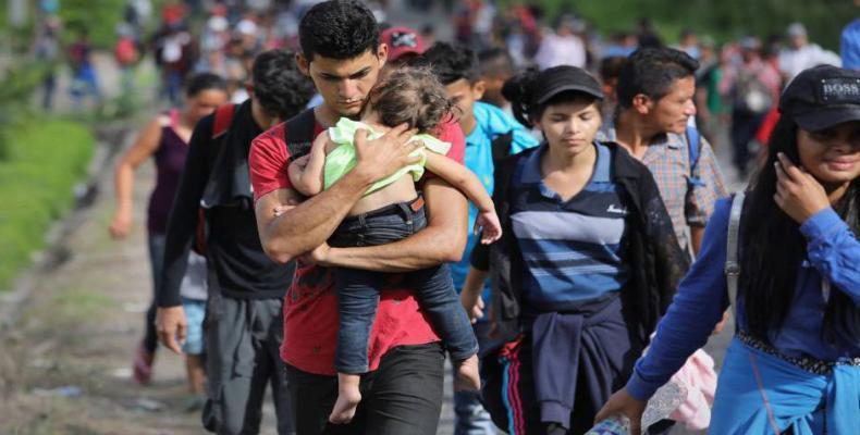 Muchos de los niños y familias de la caravana están huyendo de las pandillas y la violencia. Fotos: Archivo
