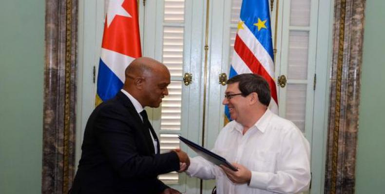 Lopes Tavares (I) y Bruno Rodríguez (D) en La Habana. Foto: Abel Padrón/ACN