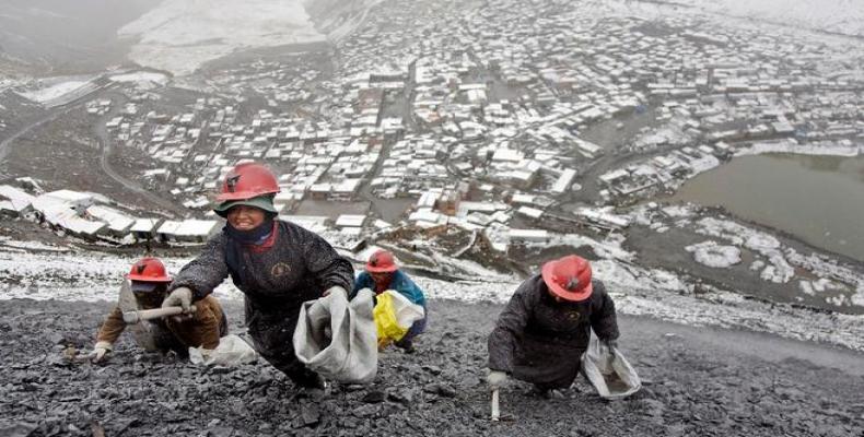 Mineros en la Rinconada, la ciudad más alta del mundo ubicada en Perú. Foto/AFP