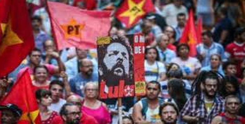 Manifestación de apoyo a Dilma y Lula