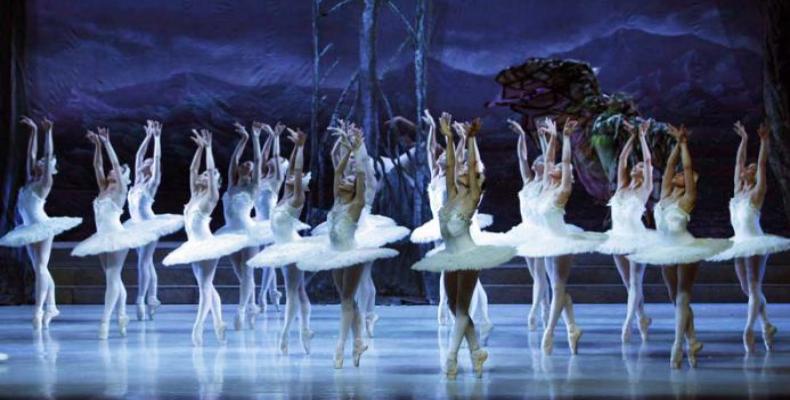 En la segunda mitad del siglo XX, Alicia Alonso construyó su propia versión de El lago de los cisnes a partir de la de Petipa e Ivánov. Foto: periódico Granma