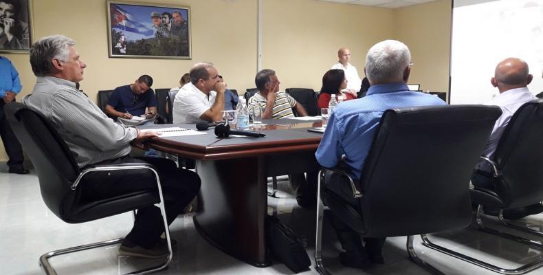 El Jefe de Estado cubano en la sede del Comité Provincial del Partido de Pinar del Río. Fotos:  Estudios Revolución, PL y ACN
