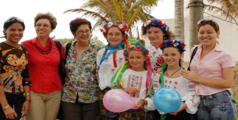 Niños que recibieron tratamiento en Cuba tras tragedia de Chernobil