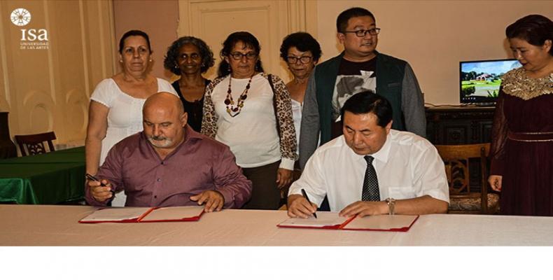 La rúbrica establece la participación y desarrollo de actividades investigativas entre ambas instituciones. Fotos: Cortesía ISA