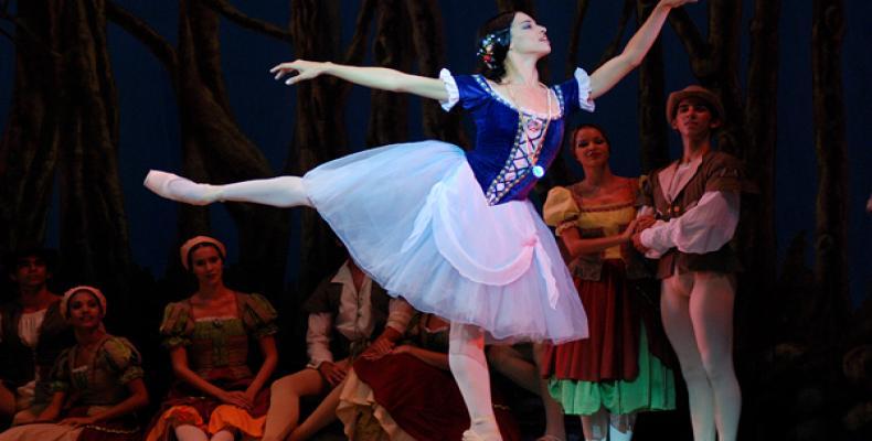 Deputy Artistic Director and premier dancer, Viengsay Valdés, dancing Giselle