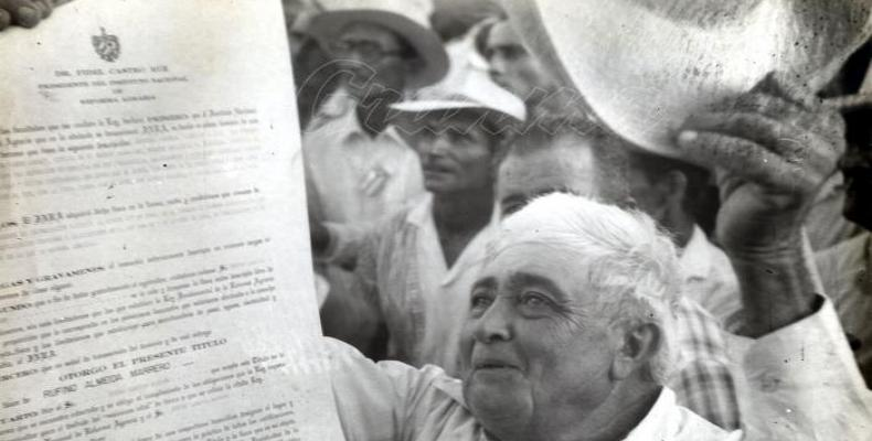Cuban peasant receives Titlte of Property awarded to him by the Agrarian Reform on May 17, 1959.