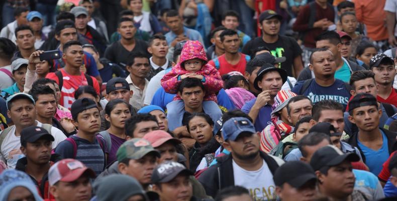 Central American migrant caravan continues march toward U.S. border.  Photo: teleSUR