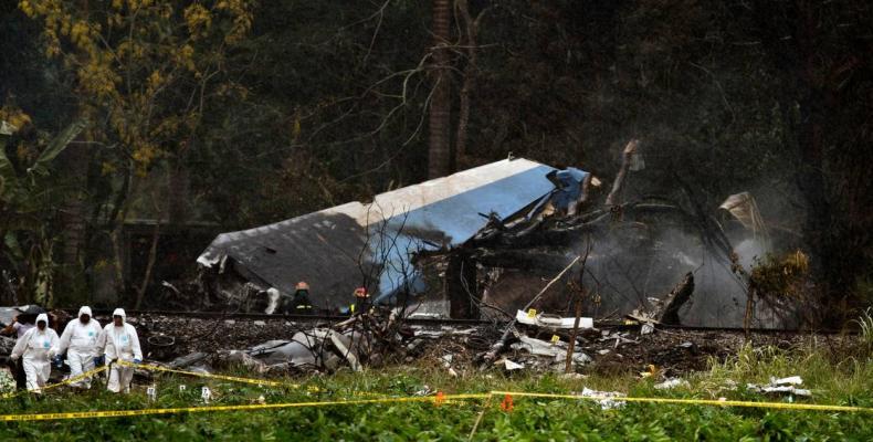 Maylen Diaz, survivor of tragic air accident, back in critical condition. Photo of plane crash.  Photo: Granma