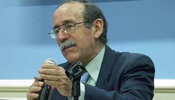 Agustín Lage caracterizó la Biotecnología como de propiedad socialista, pues su objetivo primario es de gran impacto en la salud.
